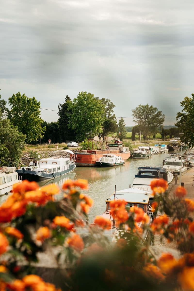 faire du bateau sur le canal du Rhône à Sète Bellegarde