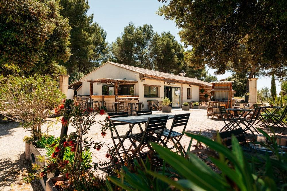 restaurant avec terrasse extérieure nature Beaucaire